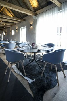 Restaurant Papinglo - Aalter Stoel #About a Chair AAC 23 Tafel #About a Table AAT 20