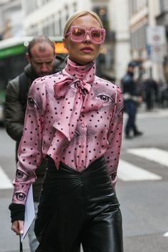 A Recap of Truly Stunning Milan Fashion Week 2019 Street Style Outfit inspo for days. - shutterstock A Recap of Truly Stunning Milan Fashion Week 2019 Street Style Model Street Style, Nyc Street Style, Paris Street Fashion, Rihanna Street Style, Milan Fashion Weeks, Street Style Looks, Looks Style, Street Chic, Street Wear