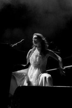 Tori Amos - Sydney Opera House, 2005   There's nothing like seeing her play 2 pianos at once
