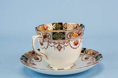 Charming teacup with a saucer and a cake plate, of the Neo-Classical style in bone china, by St Michael; antique English circa 1910. SKU: M129428. Condition: Used very good. Fine. Size cm: cup 7 cm high, plate 16 cm diameter. Thanks for looking, feel free to ask any questions.
