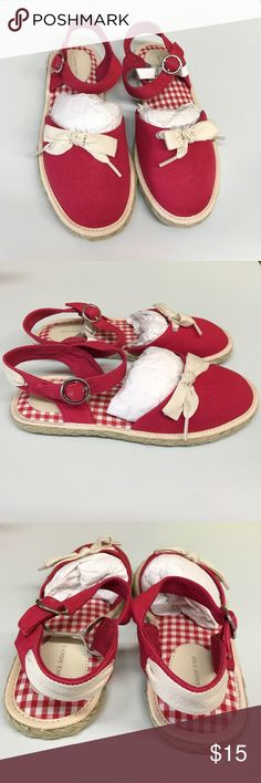 NEW GIRL'S LAND'S END Espadrille / Sandals This is a NEW LAND'S END Espadrille / Sandals. Size: 2M. These are perfect for spring and summer ☀️🌸 LAND'S END Shoes Sandals & Flip Flops