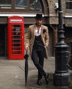 Look masculino com inspiração nos gangster dos filmes hollywoodianos com chapéu  Fedora e casaco Trench Coat caec1567372