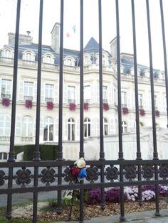 Fleurs fanées cœur aimé, Epernay, hôtel de ville Epernay, Avenue de Champagne Epernay,  mairie Epernay, attentat 13 novembre Paris, Champagne, November 13, City Office