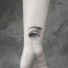 Fornasetti eye tattoo on the inner wrist. Detailliertes Tattoo, Tattoo Dotwork, Wrist Tattoos, Piercing Tattoo, Small Tattoos, Sleeve Tattoos, Cool Tattoos, Piercings, Geometric Henna