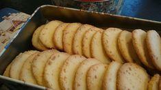 Det er så greitt å bake kaker når deigen kan lages dagen før:-) Dette er sånne kaker. Knasende sprø kaker med mandler, litt å tygge på...
