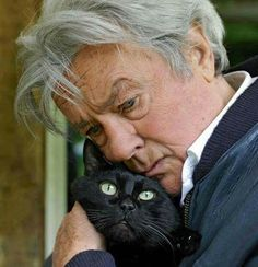 Iconic French actor Alain Delon and his black cat. Cool Cats, I Love Cats, Crazy Cat Lady, Crazy Cats, Celebrities With Cats, Men With Cats, Gatos Cool, Animal Gato, Photo Chat