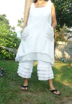 pinafore, I need a pinafore, just love the word. Its like a dream come true, medieval clothing makes a comeback!