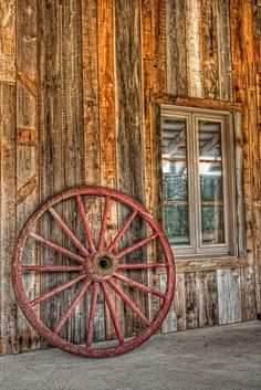 Thhhat Old Wagon Wheel Country Barns, Country Life, Tarzan, Wooden Wagon, Old Wagons, Covered Wagon, Western Decor, Western Theme, Picture Story