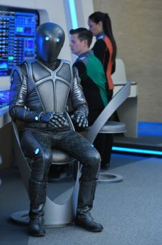 The Orville, Isaac, Joseph Porro designs Why don't they give Isaac a humanoid face? Fiction Movies, Sci Fi Movies, Science Fiction, Movie Tv, Sci Fi Tv, Sci Fi Books, Kelly Grayson, Sci Fi Comedy, Vader Star Wars