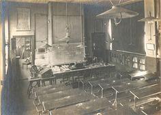 Salle de classe de l'École Alsacienne, dans les années 1880 - Avenue Vavin et rue d'Assas, Paris (6e) ==> http://www.ecole-alsacienne.org/spip/Retro.html