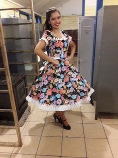 Chilenos cueca chilean traditional costumes Beautiful Clothes, Beautiful Outfits, Dance Dresses, Summer Dresses, Petticoats, Halloween Kostüm, Marie, Women's Fashion, Pretty