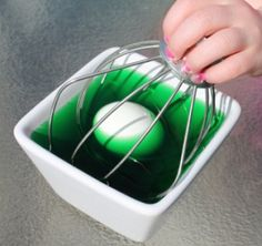 Mess-Free Way to Dye Easter Eggs with the kids