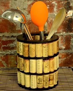 Re-Corkit turn wine corks into vase diy kit by hovdesigns. Wine Craft, Wine Cork Crafts, Wine Bottle Crafts, Diy Cork, Wine Cork Art, Wine Cork Projects, Wine Bottle Corks, Creation Deco, Wine Decor
