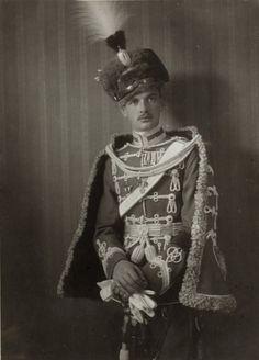 L'arciduca Massimiliano d'Austria1895-1952. Fratello minore dell'imperatore Carlo I d'Austria,figlio di Otto e della prima moglia Maria Giuseppa di Sassonia. Ebbe 2 figli dalla moglia Francesca di Hohenlohe-Schillingsfurst  e precisamente Ferdinando1918-2004 ed Enrico nato 1925