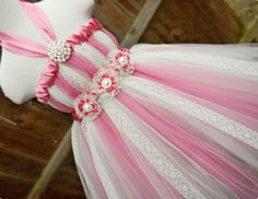 How to Keep a Tutu Dress From Bunching Up