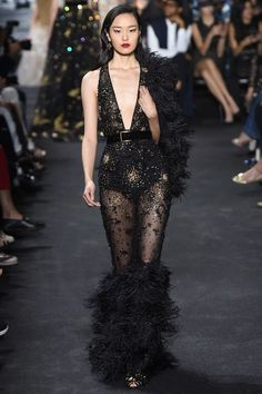 Elie Saab Fall 2016 Couture The Best Looks from the Fall 2016 Couture runway shows. Valentino, Giambattista Valli, Elie Saab and Jean Paul Gaultier fashion shows. The Block Vintage Elie Saab Couture, Fashion Week, Daily Fashion, Runway Fashion, Paris Fashion, Style Couture, Haute Couture Fashion, Mode Glamour, Elie Saab Fall