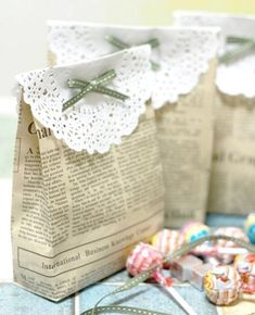 The best DIY projects & DIY ideas and tutorials: sewing, paper craft, DIY. DIY Gifts & Wrap Ideas 2017 / 2018 Make your own gift bags made from newspaper.or maybe brown paper, or other cute papers! Wrapping Ideas, Gift Wrapping, Wrapping Papers, Craft Gifts, Diy Gifts, Diy Projects To Try, Craft Projects, Craft Ideas, Fun Ideas