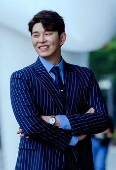 Doctors Korean Drama, Kyun Sang, Netflix Horror, Kdrama Actors, Prince Charming, Korean Actors, Actors & Actresses, Singing, Suit Jacket