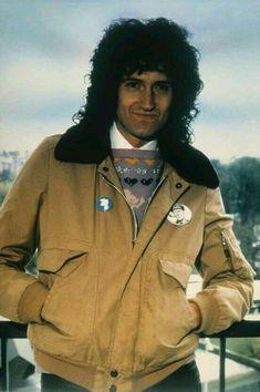 The Official Queen Website John Deacon, Freddie Mercury, Brian's Song, Queen Brian May, Queen Ii, Roger Taylor, We Will Rock You, British Rock, Queen Band