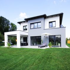 Wir bauen dein Traumhaus. Style At Home, Mansions, House Styles, Home Decor, Architecture, House, Decoration Home, Manor Houses, Room Decor