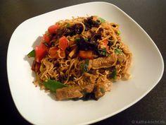 Asiatische Nudelpfanne mit Fleisch und Gemüse - Katha-kocht!