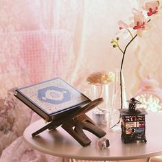 Learn Quran Academy is a platform where to Read Online Tafseer with Tajweed in USA. Best Online tutor are available for your kids to teach Quran on skype. Islamic Images, Islamic Pictures, Islamic Art, Islamic Quotes, Muslim Pictures, Quran Wallpaper, Islamic Wallpaper, Allah Islam, Islam Quran