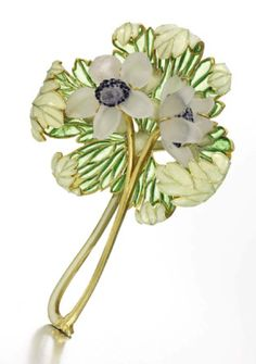 The brooch is the opposite to everything that had been made before; a total absence of gemstones, the return to colour and the use of translucent enamel and crystal to create an almost ethereal flower bouquet.