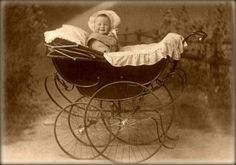 Retro baby carriage with a smiling baby. Vintage Pictures, Baby Pictures, Baby Photos, Vintage Images, Vintage Cards, Retro Baby, Old Fashioned Baby Names, Vintage Pram, Vintage Stroller