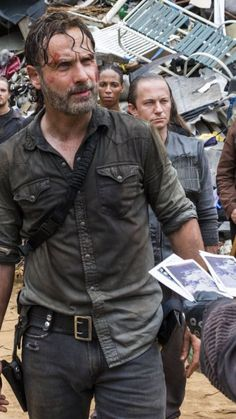 The Walking Dead - Rick Grimes ( Andrew Lincoln ) Andy Lincoln, The Walking Dead 2, Wanderland, Dead Inside, Stuff And Thangs, Rick Grimes, Season 8, S Pic, Beautiful Men