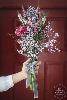 Un ramo para una novia campestre   Con tacones y de boda