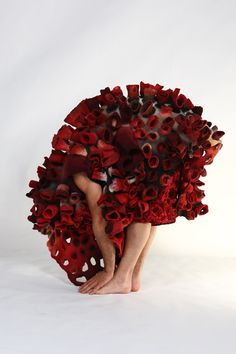 Felt costumes by Marjolein Dallinga Textile Sculpture, Art Textile, Textile Artists, Textile Design, Fabric Design, Textiles, Body Adornment, Fabric Manipulation, Felt Art