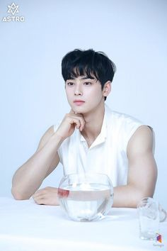 ASTRO's Cha Eun Woo is moving past his flower boy image by putting on some muscle and fans are here for it.The idol actor has been bulking… Korean Star, Korean Men, Korean Actors, Korean Idols, Cha Eunwoo Astro, Astro Wallpaper, Good Looking Actors, Lee Dong Min, Bulk Up