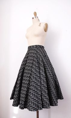 Embroidered 50s skirt