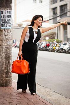 Olá Amores!!! Bom dia. Hoje tem #lookinspiração no blog. Vem conferir e se inspirar no combo preto/laranja. Nos sigam no Instagram @devoltaparaamoda Beijos Girls!!!   https://www.facebook.com/DeVoltaParaAModa