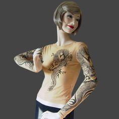 Magliette tattoo. Dona un' effetto molto realistico simile al tatuaggio realizzato sulla pelle grazie alle magliette aderenti color carne. Tutti i modelli disponibili sul nostro store.