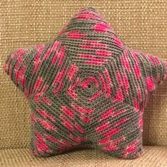 Baby Knitting Patterns Pillow As a gift or just for yourself as a decoration or cuddly pillow. Baby Knitting Patterns, Crochet Patterns, Crochet Art, Cute Crochet, Star Cushion, Tunisian Crochet, Cushions, Pillows, Free Baby Stuff
