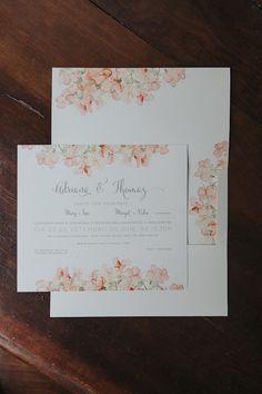 Convite de casamento com aquarela pintada pela mãe no noivo quando estava grávida dele. Foto: Frankie e Marília