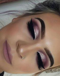 Im Trend Smokey Eye Makeup Ideas 2018 2019 01 # Ideas . - Bookshelf Decor - Smokey Eye Make Up - Golden Necklake - DIY Hairstyles Long - DIY Interior Design Makeup Hacks, Makeup Trends, Makeup Inspo, Makeup Inspiration, Makeup Tips, Makeup Tutorials, Makeup Products, Eye Trends, Fall Makeup Tutorial