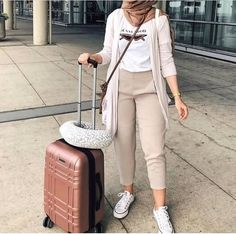 traveling style-Hijab styles in bright shades – Just Trendy Girls Hijab Casual, Hijab Chic, Ootd Hijab, Girl Hijab, Casual Chic, Modern Hijab Fashion, Street Hijab Fashion, Muslim Fashion, Modest Dresses
