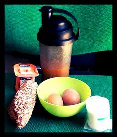 """Almoço pic-nic Sem fugir a uma alimentação saudável: - """"suco"""" manga e ameixas - ovos cozidos - sande (pão integral c/cereais) c/ fiambre e queijo fresco; - iogurte de pessego ;)"""