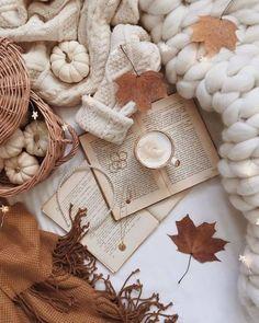 Cozy Aesthetic, Autumn Aesthetic, Christmas Aesthetic, Aesthetic Vintage, Beige Aesthetic, Cute Fall Wallpaper, Book Wallpaper, Christmas Wallpaper, Autumn Coffee