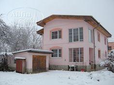 Predaj: priestranný, zrenovovaný, dvojpodlažný RD s garážou v tichej lokalite Prešova