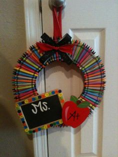 Crayon Wreath Perfect Teacher Gift by TheWhimsicalWrenTN on Etsy Teacher Appreciation Gifts, Teacher Gifts, Craft Gifts, Diy Gifts, Teacher Wreaths, School Wreaths, Diy And Crafts, Crafts For Kids, School Gifts