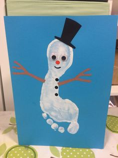Twinkl Christmas Footprint Snowman this one is lovely! Print onto blue card for the full effect in white paint. When the prints are dry, paint little faces and hats onto each finger as you see in the photo. Voila!