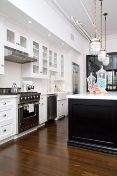 Get the Look: A Stately Traditional Kitchen — Style & Renovation Resources