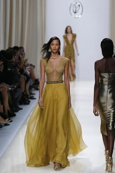 """Definitive Proof """"Games Of Thrones"""" Style Has Infiltrated Fashion Week"""