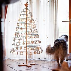 An innovative and ecological Christmas tree solution for your holiday decorations. Assemble in minutes Plywood and Wooden Stand Pack Up in Cardboard Box Decorations Sold Separately Spiral Christmas Tree, Recycled Christmas Tree, Pallet Wood Christmas Tree, Types Of Christmas Trees, Cardboard Christmas Tree, Origami Christmas Tree, Potted Christmas Trees, Hanging Christmas Tree, Tabletop Christmas Tree