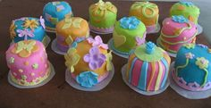 Mini Birthday Cakes..for my kids' next birthday parties..I need to figure out how to make marshmallow fondue first! -DW