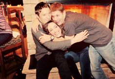 Jeremy Renner, Emmy Rossum & Jensen Ackles. OMG my two favorite people Jeremy and Jensen in one picture... My brain just exploded!