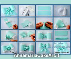 Creare un nastro per una torta di battesimo in 13 semplici passi!  Foto by Louise  #CakeDesign #cakes #cakedecorating #modelling #caketopper #cakemania #AnnamariaCakeArt #sugarart #cakeart #battesimo #bow